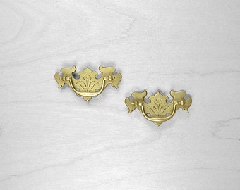 queen anne drawer pull small drawer pull vintage hardware antique hardware furniture hardware brass hardware antique furniture b27 antique hardware furniture pulls