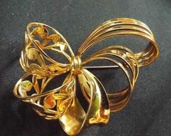 VINTAGE Brooch 1950's Large Gold tone Bow Design