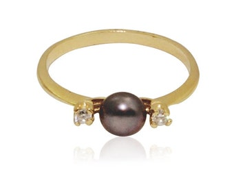 Pearl Ring | 9ct gold ring | pearl jewelry