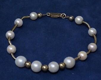 Vintage Estate 10K Gold Bracelet W/ 12 Pearls 10.34g E1125