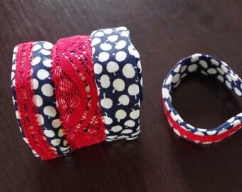 Fabric bracelet. Mettallic frame.