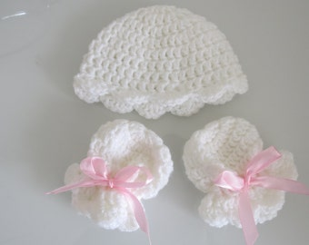 Handmade Crochet Newborn Baby Girl Hat & Mitten set with Pink Ribbon,Baby Gift,Baby Girl,Baby Showers,Made to Order, Other colours available