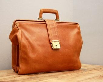 Vintage saddle bag hand bag purse leather 60s