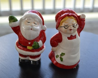 Santa Claus and Mrs. Claus Salt and Pepper Shakers, Winter Kitchen Decor