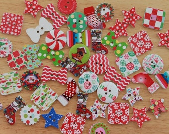 Wooden painted Xmas buttons, 20 Christmas Wreath, Stockings, Bows, Stars, Peppermint buttons, Christmas embellishments, Scrapbooking, Sewing