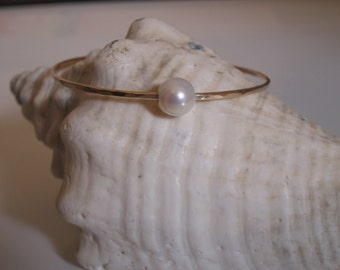 Hammered Bangle with a White Freshwater Pearl