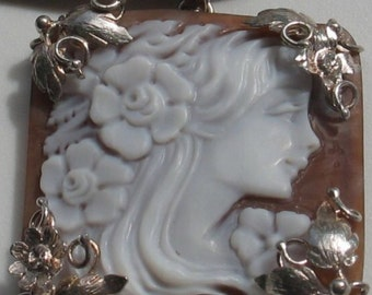 Shell cameo pendant necklace