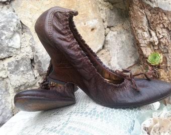 ECLIX brown leather retro pumps