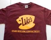 Gilmore Girls Luke's Diner T Shirt Tee Maroon Screen Print Stars Hollow Connecticut Lorelai Rory Lane Luke Emily Richard