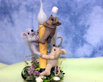 Primitive Candle Light, Primitive Mouse, Marshmallow Roast, Spring Flowers, Light, Soft Sculpture Mouse