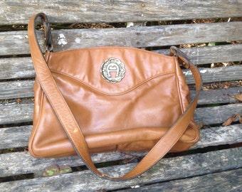 Vintage Caramel Brown Etienne Aigner Leather Purse/Handbag with handle
