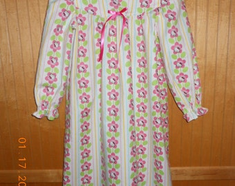 girls size 5 nightgown kitty
