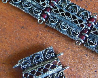 Cast Metal Square Links with Loops x 3