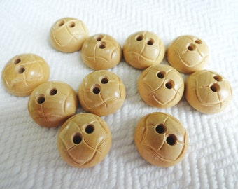 6 Wood Vintage Buttons