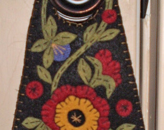 Oley Valley Primitives COLONIAL FLOWERS Penny Rug Door Knob Hanger Digital Download