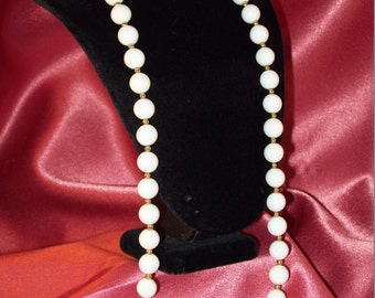 Vintage Faux Pearl and Gold Accents Necklace