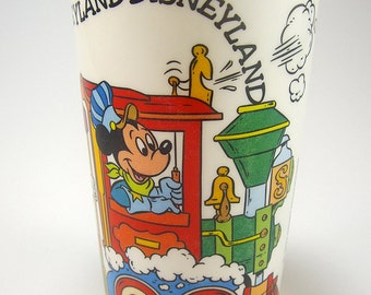 Free Shipping, Disneyland Mickey Mouse Plastic Cup, Children's Tumbler, Disneyana, Souvenir, Donald Duck