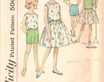 1960s Girls Scalloped Blouse, Skirt and Shorts - Vintage Pattern Simplicity 4411 - Size 8