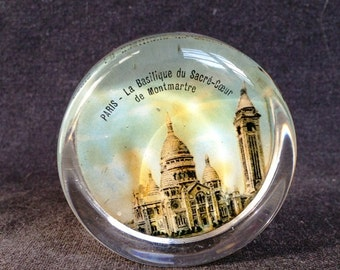 Souvenir from Paris Montmartre. Vintage French Sacre Coeur paper weight.