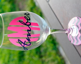 Monogrammed Wine Glass - Bridal Party Gift - Personalized Wine Glass - Chevron - Cirlce Monogram - Bridesmaids Gifts