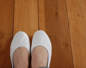 US 8.5 / Euro 38.5 / UK 7, White Satin and Ivory Lace Slippers #534