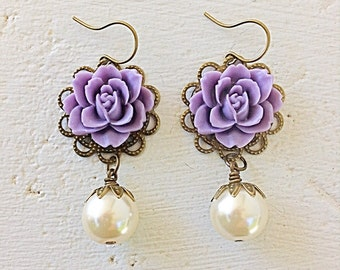 Purple Earrings/Cream Pearl Earrings/Flower and Pearl Earrings/Romantic Rose Earrings/Rustic Wedding Earrings/Bridesmaid Earrings