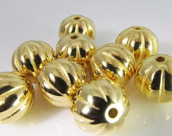 20 Vintage 10mm Round Gold Plated Carved Acrylic Beads Bd1154