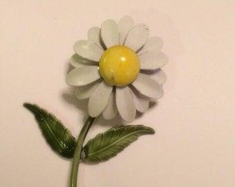 Vintage 1960's DAISY Metal Enamel Mod Pin Brooch flower power accessory WEISS INSPIRED unsigned Retro Mod