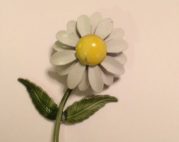 Vintage 1960's DAISY Metal Enamel Mod Pin Brooch flower power accessory WEISS INSPIRED unsigned Retro Mod