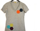 Hexagon organic cotton v-neck t-shirt - heather grey - upcycled & eco-friendly