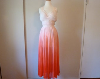 50's Van Raalte Rarest Red Ombre Accordion Pleat Goddess Nightgown Slip 34