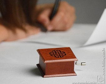 Geometric art valentines congratulations anniversary gift wooden music box Pachelbel Canon