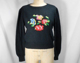 vintage 1980s needlepoint floral print sweater / size large
