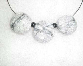 Neklace from wool - grey felted stones. Wool accessories. Wool neklace. Grey felted stones - pendant. Wool statement. Grey neklace.