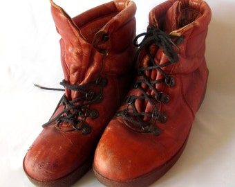 Vintage Pair of Weeds Boots by Florsheim Red Brown in color Size 9.5 Medium Nice leather