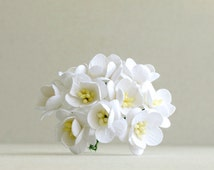 25mm White Cherry Blossoms - 10 mulberry paper flowers with wire stems - Great for wedding corsage [152]