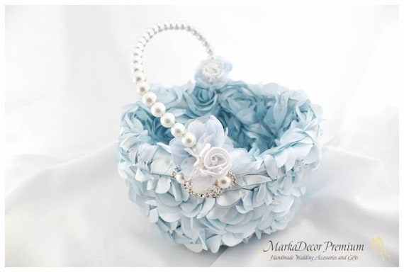 Wedding Pearl Flower Girl Luxury Basket Bridal Custom Basket with Brooches Crystals Handmade Flowers in Blue and White