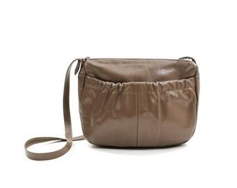 SALE taupe leather shoulder bag / vintage 80s purse