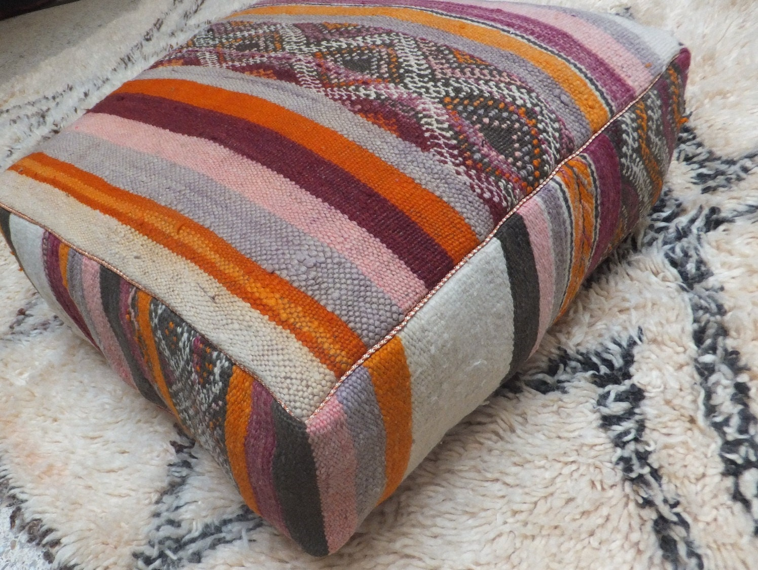 coussin de sol grand pouf vintage kilim berb re par. Black Bedroom Furniture Sets. Home Design Ideas
