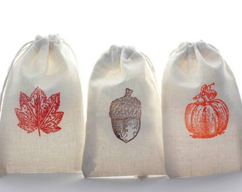 12 Autumn Favor Gift Bags, 3 x 5 Hand Stamped Muslin Bags, Thanksgiving Favor Bags, Fall Treat Bags, Autumn Wedding, Fall in Love Favor Bags
