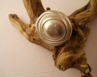 BUTTONS:  Beautiful silver button, 1 inch size, metal,  high fashion.