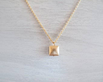 Gold Square pendant Necklace - Geometric necklace - Everyday Jewelry