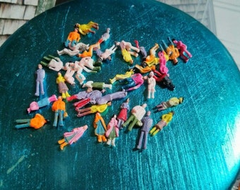 CLEARANCE SALE destash need to  be repainted    20 PCS plastic people figures micro miniatures diorama