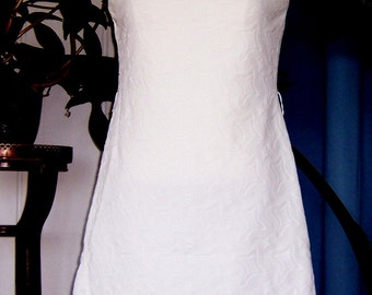 SALE 1970 Sculpted White Polyester Sheath Dress SZ Medium