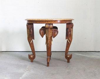 Beautiful Oval Table Inlaid with Ebony and Bone Depicting Taj Mahal