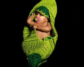 SALE......Newborn baby boy girl crochet pea pod, cocoon photo prop hat, diaper cover and pod set..