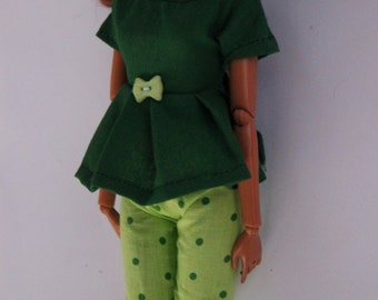 barbie clothes - green shirt/shorts outfit