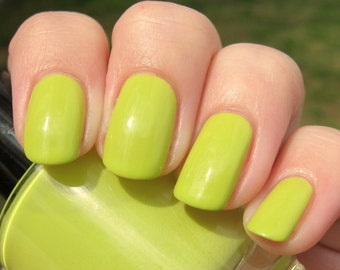 Stacy's Mom - 15 ml - chartreuse yellow creme - indie polish by ALIQUID Lacquer