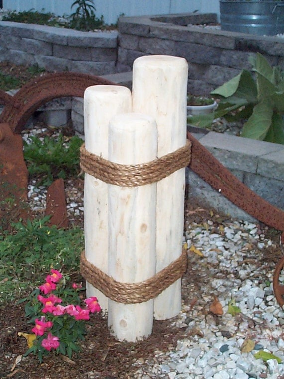 Nautical piling or pier lawn ornament cedar wooden yard - Phare decoratif pour jardin ...