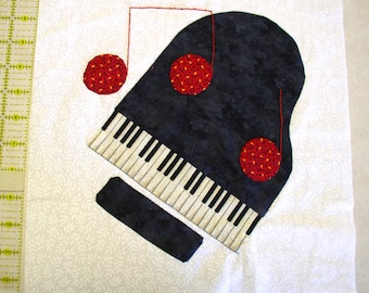 Applique Quilt Block - Piano